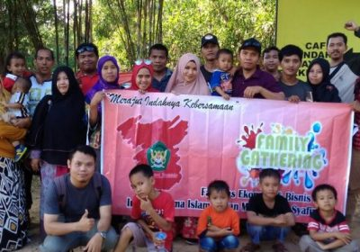 Family Gathering Fakultas Syariah Islam IAIS Sambas